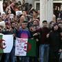 Auch Studierende an der algerischen Universität beteiligen sich nun an den Protesten gegen eine fünfte Amtszeit des greisen Langzeitpräsidenten Bouteflika.
