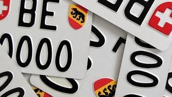 Der Solothurner riss das Kontrollschild als Beweismittel vom Auto. (Symbolbild)