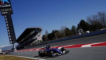 Der Brasilianer Felipe Nasr dreht im neuen Sauber C35 auf der Strecke in Montmelo bei Barcelona seine ersten Runden