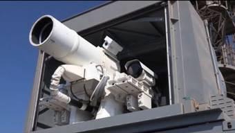 Die US Navy hat einen neue Waffe im Einsatz: Der Laser kann Drohnen abschiessen oder Boote stoppen. Bereits wird an der nächsten Generation gearbeitet, die sogar Raketen stoppen soll.