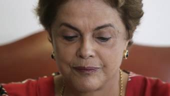 Die Luft wird immer dünner für Präsidentin Dilma Rousseff. Nun scheidet ihr wichtigster Partner aus der Regierungskoalition aus.