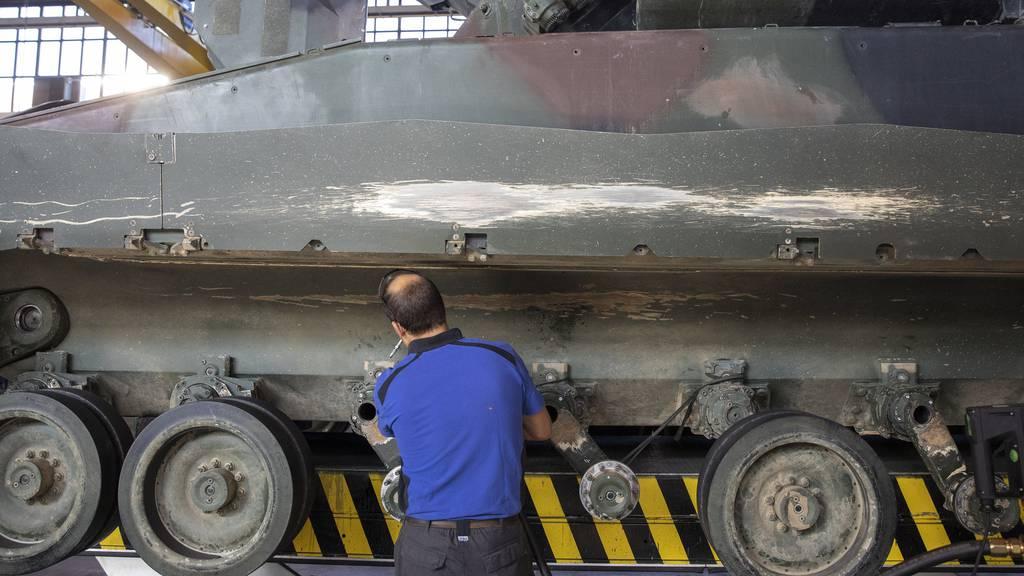 Der Bundesrat präsentiert im Streit um Rüstungsexporte zwei Gegenvorschläge zur hängigen «Korrektur-Initiative». (Symbolbild)