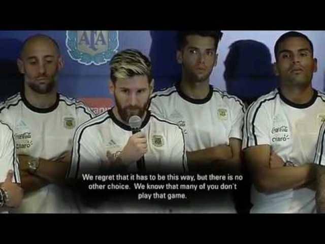 Messi spricht stellvertretend für das argentinische Nationalteam vor der Presse