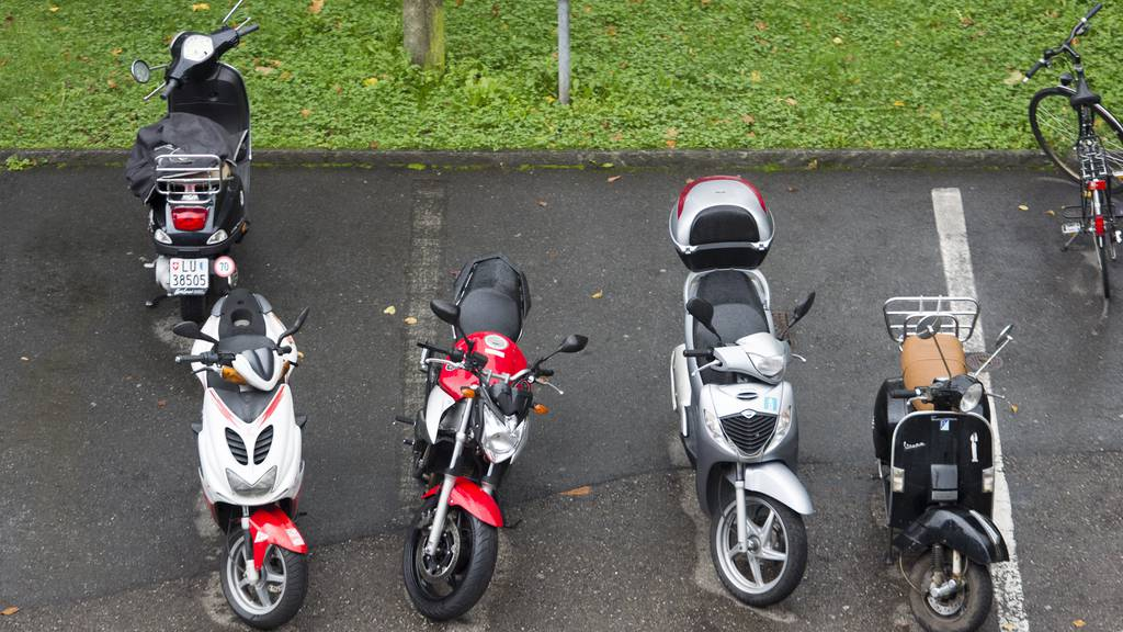 Vorerst keine Parkgebühren für Töffs in Luzern