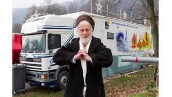 Pfarrer Ernst Sieber vor seinem «Pfuusbus» für Obdachlose in Zürich. Im Aargau wird es jetzt doch keinen geben.