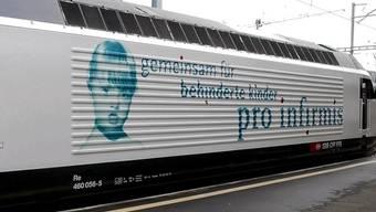 Pro-Infirmis-Werbung auf einer Lokomotive (Archiv)