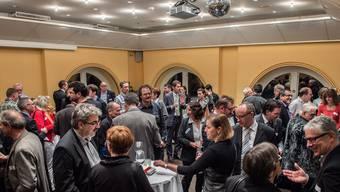 Im Grand Casino verbessern die in Pflicht genommenen 134 Gemeinderätinnen und Gemeinderäte ihr Netzwerk. Mathias Marx