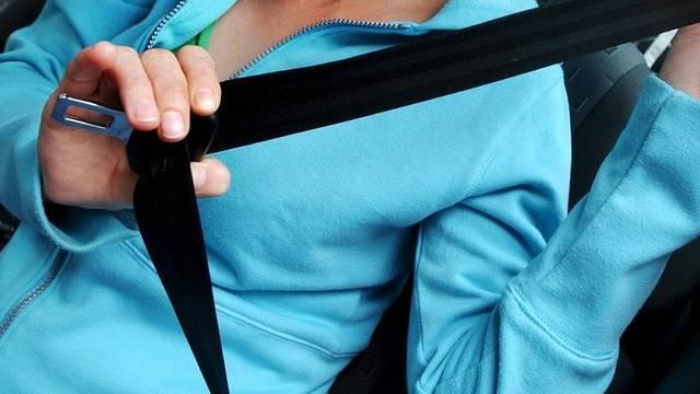 Nicht alle Autofahrerinnen und Autofahrer halten sich an das Gurtenobligatorium