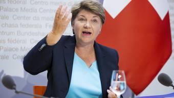 Dem Bundesrat um Verteidigungsministerin Viola Amherd soll niemand bei der Beschaffungsfrage dreinreden, findet die SIK-N.