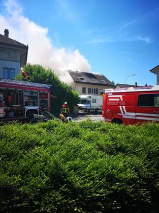 Die Feuerwehr bei der Arbeit.