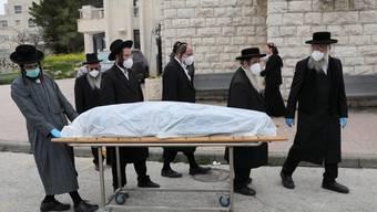 Kaum ein Land bleibt von der Pandemie verschont. Auch Israel hat zahlreiche Infizierte und Tote zu beklagen.