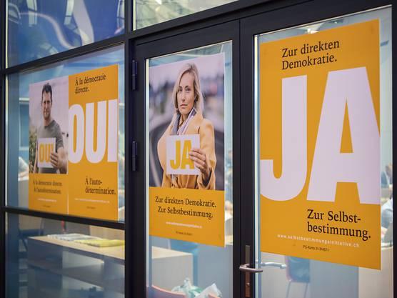 «Schweizer Recht statt fremde Richter»: Die Schweiz stimmt über die Selbstbestimmungsinitiative ab.