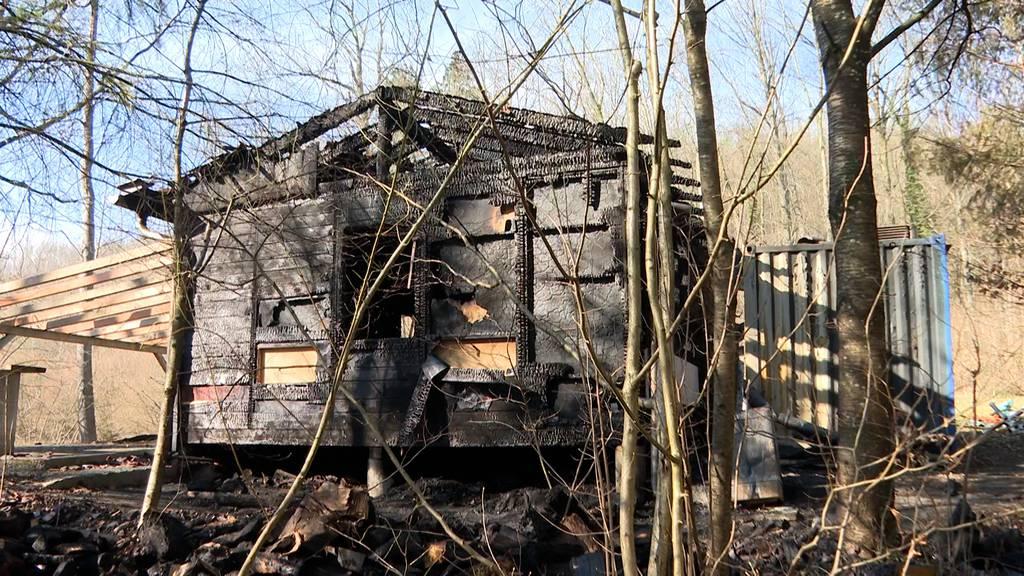 Flammen zerstören Hornusserhütte in Wiedlisbach: Schaden enorm hoch