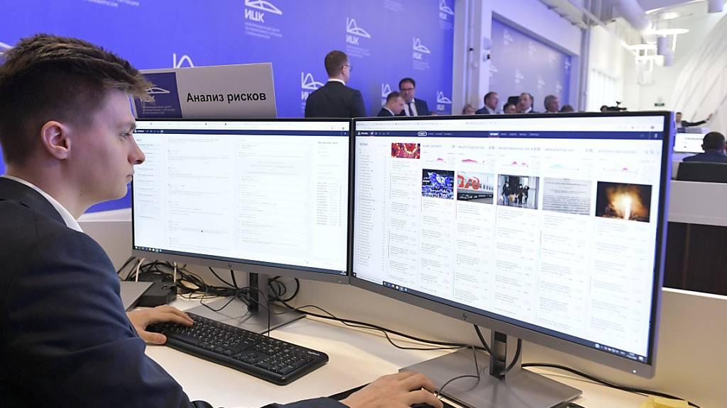Im Internet kursieren laut der EU-Kommission zahlreiche Falschnachrichten im Zusammenhang mit der Coronavirus-Pandemie. (Symbolbild)