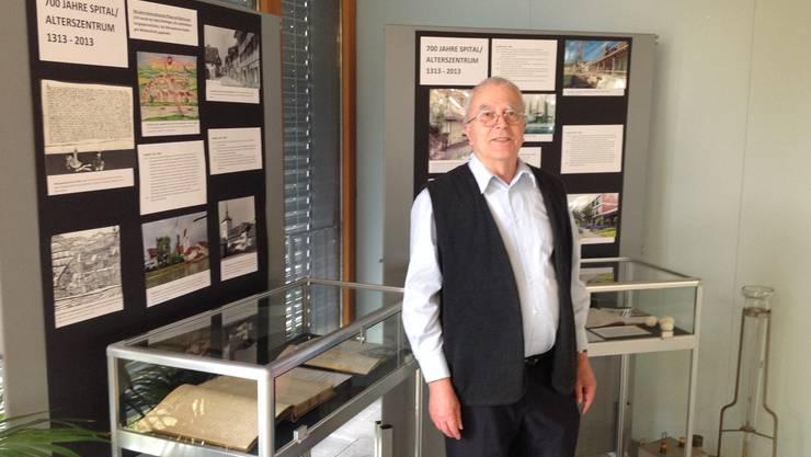 Historiker Rainer Stöckli in der Ausstellung 700 Jahre Spital Mellingen