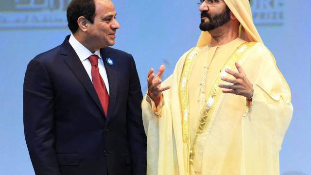 Al-Sisi (links) im Gespräch mit dem Vizepräsidenten der VAE