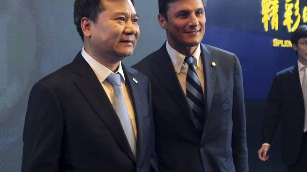 Der langjährige frühere Inter-Captain Javier Zanetti (r.) und Sunsing-Gründer Zhang Jindong in Nanjing.