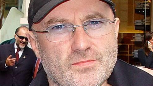 Phil Collins tritt mit einer Schulband auf