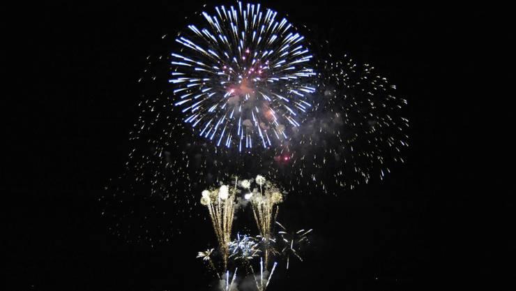 Das Feuerwerk Big Bang in Biel wurde zu Musik choreografiert und begeisterte Tausende am und auf dem See_28