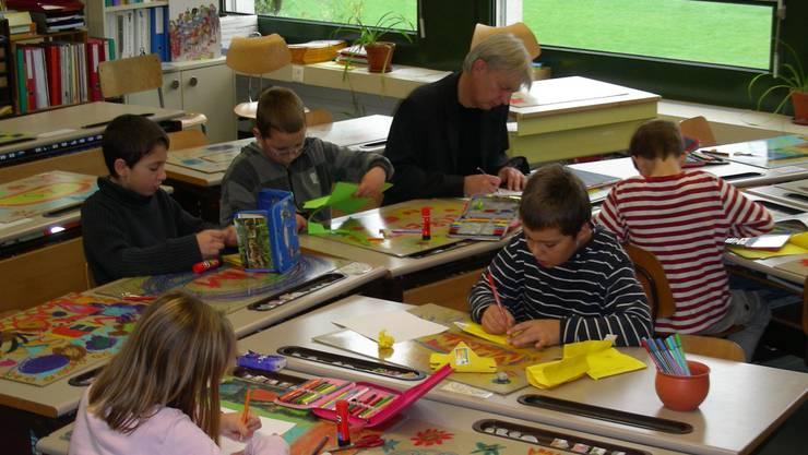 Christian Aeberli nimmt am Wittnauer Schulunterrichtsmorgen teil.