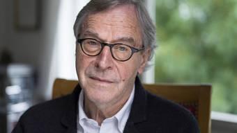 Klaus Merz, der Dichter aus dem Wynental, jener Lebenslandschaft, in der sich die Welt spiegelt, wird 75. Bekannt ist er für meist dünne Bücher mit Gedichten, Feuilletons und Prosatexten: Texte, die Gegensätze miteinander verklammern, in denen jedes Wort wohlgesetzt ist.