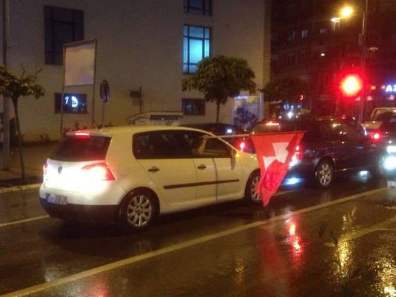 Schweizerflagge auf Kosovos Strassen - Gjilan