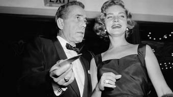 Lauren Bacall mit Humphrey Bogart im Jahr 1955 - Bacalls Wohnung wurde nun für 21 Millionen verkauft. (Archiv)