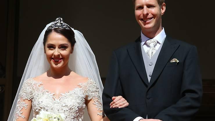 Bei offenbar strahlendem Wetter heiratete der albanische Kronprinz Leka II am Samstag die Schauspielerin Elia Zaharia.