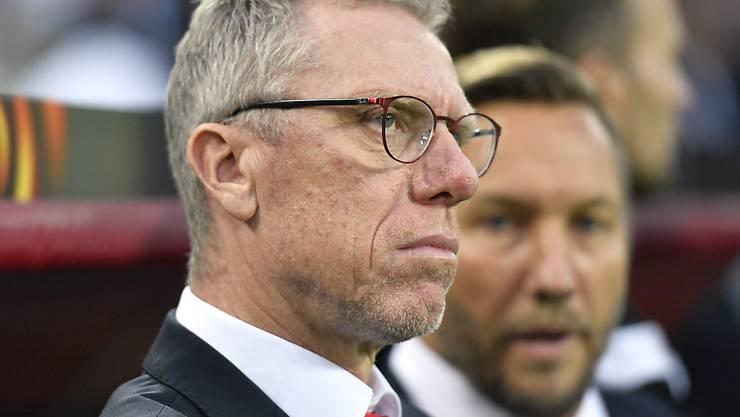 Der Blick von Köln-Coach Peter Stöger widerspiegelt die Gemütslage im Deutschen Fussball