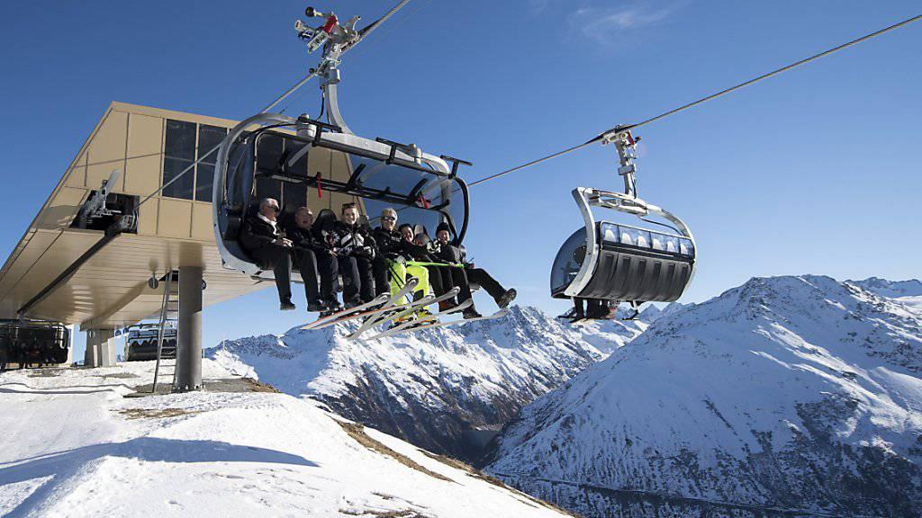 Frühbucher profitieren im Wintersport: Die Tageskarten für das Skigebiet Andermatt-Sedrun werden künftig zu flexiblen Preisen vergeben. (Archivbild)