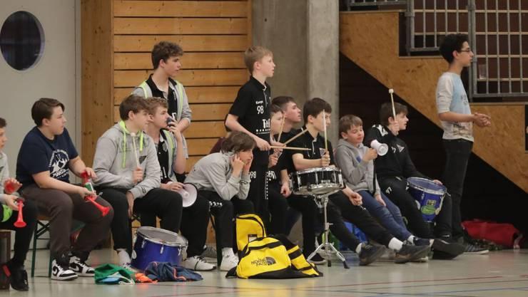 Die Junioren-Teams sorgen für Stimmung in der Halle.