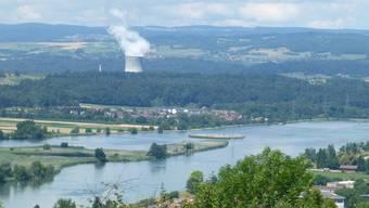 Blick über den Klingnauer Stausee, ein Wasservogel-Schutzgebiet von internationaler Bedeutung.