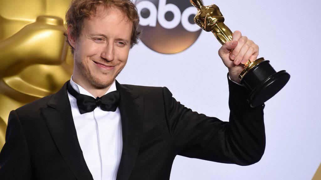 Laszlo Nemes erhält am 28. Februar 2016 in Los Angeles den Oscar für den besten nicht-englischsprachigen Film (Archiv)