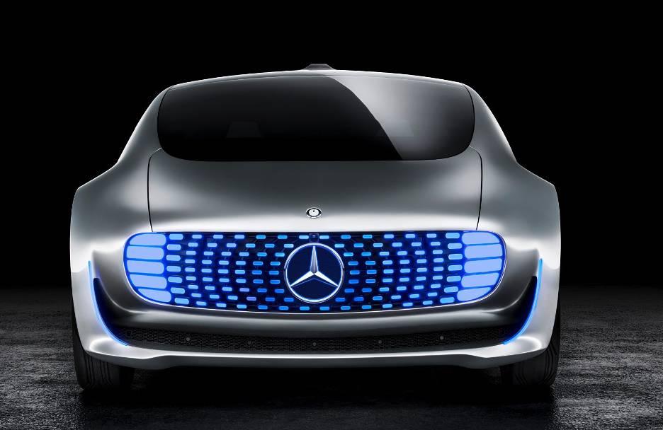 Ein bisschen wie K.I.T.T. in «Knight Rider»: Das futuristische Forschungsfahrzeug F 015 von Mercedes-Benz ist autonom unterwegs.