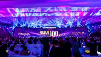 Der Countdown zum «Singles' Day»: eine riesige Party auf dem Schanghaier Expogelände.ho/Alibaba