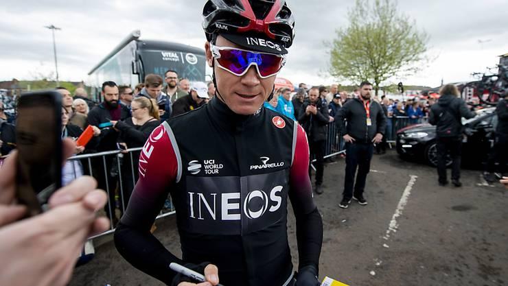 Kann die Tour de France 2019 immerhin von Zuhause aus verfolgen: Chris Froome wurde drei Wochen nach seinem Sturz aus dem Spital entlassen