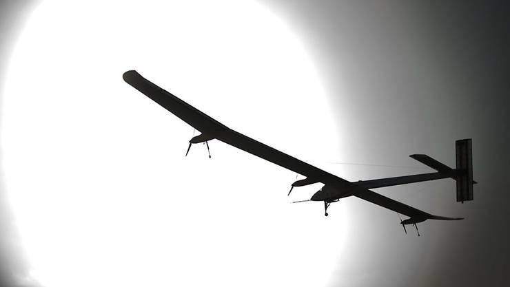 Das Schweizer Solarflugzeug «Solar Impulse 2» muss auf seinem Flug um die Erde einen Halt machen.