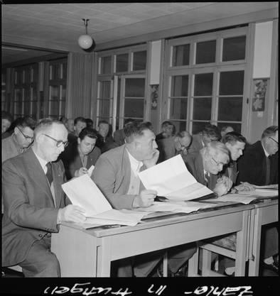 30'000 Zählerinnen und Zähler nahmen an der Volkszählung 1960 über 3000 Gemeinden in der ganzen Schweiz unter die Lupe.