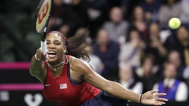 Serena Williams kämpft in extremis um den Ball - und auch um einen Rekord.