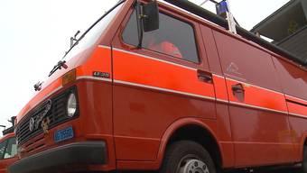 Die Bözberger Feuerwehr versteigert ihr altes Einsatzfahrzeug im Internet. Der Beitrag von «Tele M1».