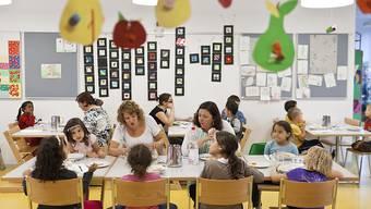 Der Bund fördert seit 15 Jahren die Schaffung on Kinderbetreuungsplätzen. Eine weitere Verlängerung des Impulsprogramms, wie sie von einer Nationalratskommission gefordert wird, lehnt der Bundesrat nun ab. (Archivbild)