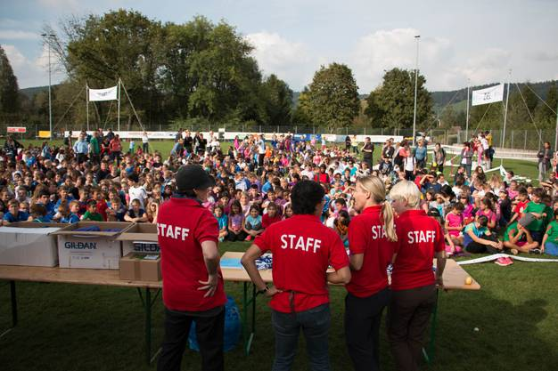 Der Staff plant, organisiert, leitet, koordiniert, betreut und verpflegt die ganze Läuferschaft, deren Begleit- und Lehrpersonen.