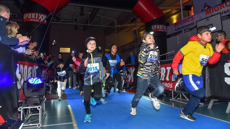 Die jüngsten Teilnehmer am Zürcher Neujahrsmarathon laufen am Kids Run. Dieser geht über 750 Meter.