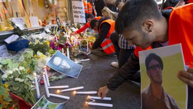 Mit einem stillen Gedenkmarsch für den erstochenen Vigan M. im Juli 2012 protestierten in Zürich zahlreiche Menschen gegen Gewalt. Foto: Keystone