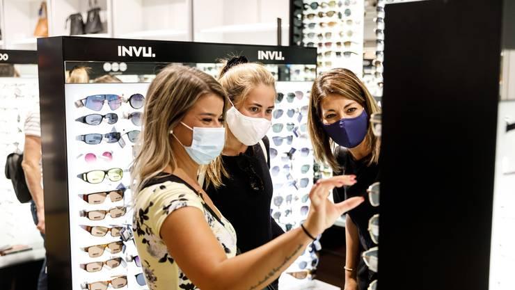 Ab Montag gilt in Bern eine Maskenpflicht beim Einkaufen. Der Kanton Solothurn kennt eine solche bereits schon.