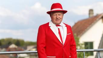 Der Langendörfer Hanspeter Roth ist seit März 2016 stolzer Träger des Hans-Roth-Ehrenkleides, das in den Solothurner Standesfarben gehalten ist. HP. Bärtschi
