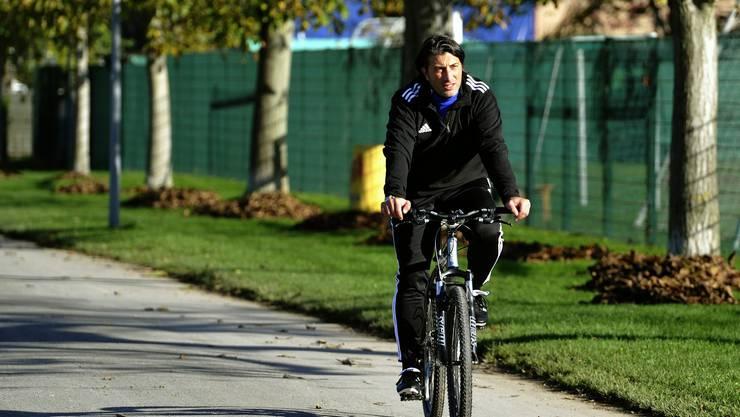 Murat Yakin kennt sich als ex-FCB-Spieler auf dem Trainingsgelände bereits bestens aus