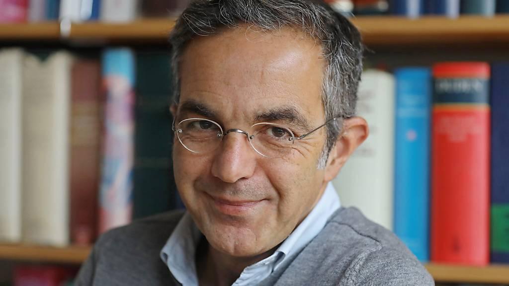 ARCHIV - Der deutsche Schriftsteller Navid Kermani wird mit dem Ehrenpreis des Österreichischen Buchhandels für Toleranz in Denken und Handeln ausgezeichnet. Foto: Oliver Berg/dpa
