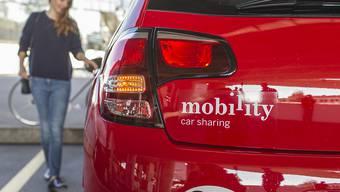 Das Luzerner Carsharing-Unternehmen Mobility hat zwar Kunden hinzugewonnen, doch unter anderem wegen tieferer Occasionenpreise an Gewinn eingebüsst. (Archiv)