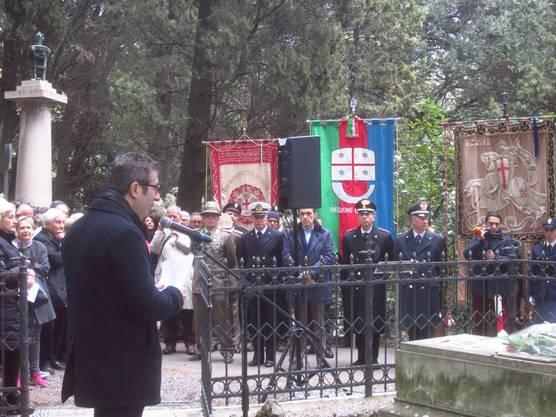 Gedenkfeier im Friedhof